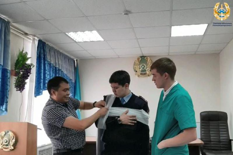 Павлодарских полицейских учат оказывать медпомощь