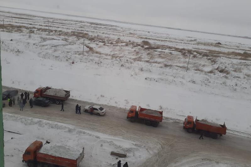 Складирование снега возле домов прокомментировали в районном акимате столицы