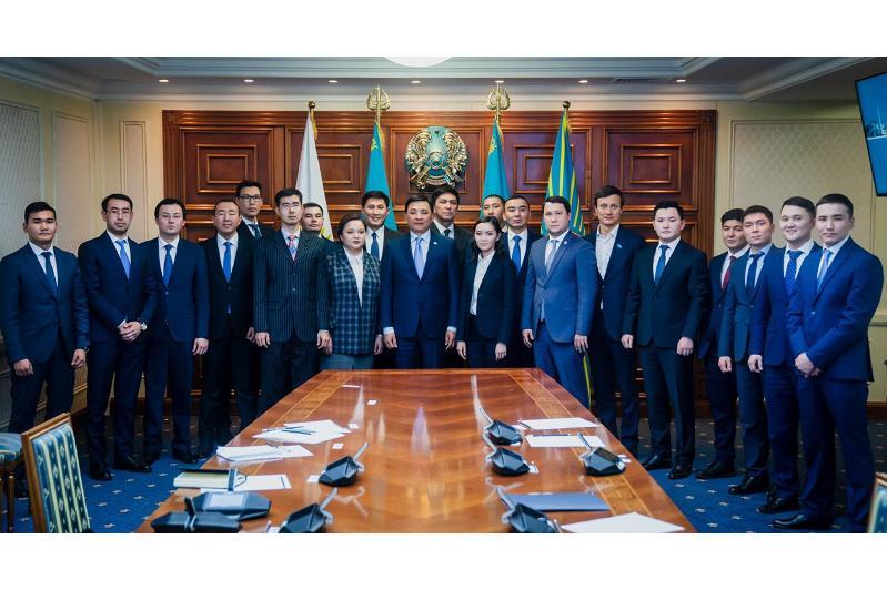 Алтай Кульгинов пригласил на работу в акимат участников Президентского кадрового резерва