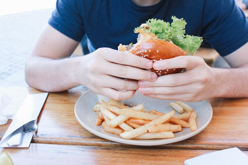 Healthy commercial ads don't change teens' desire to eat junk food: study