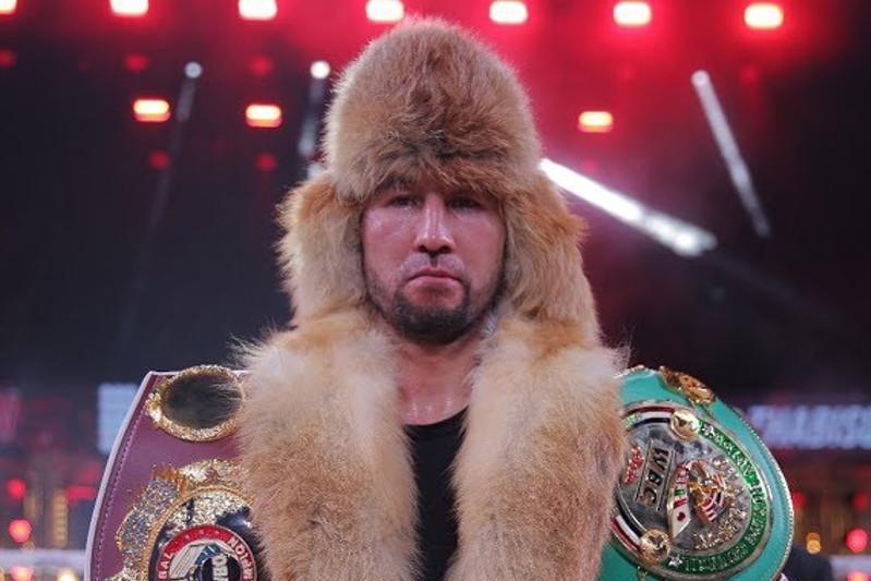 Непобежденный казахстанский боксер начал подготовку к защите титулов WBC, WBA и WBO