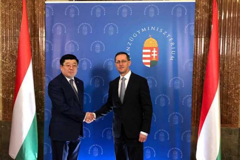哈萨克斯坦大使会见匈牙利政府副总理兼财政部部长