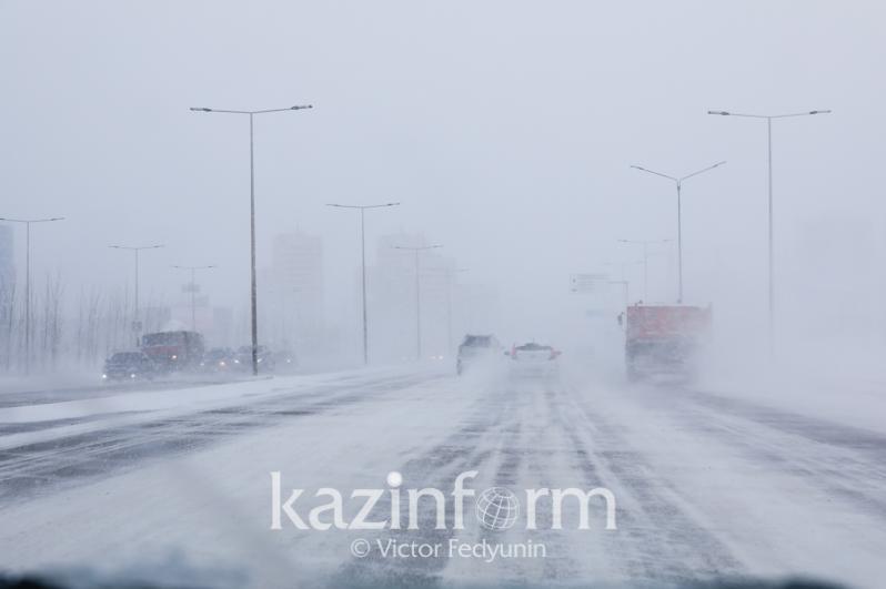 Метель, туман и гололед сохраняются в Казахстане 17 января