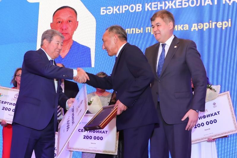 В Нур-Султане наградили лучших врачей проекта «Медицинские поезда»