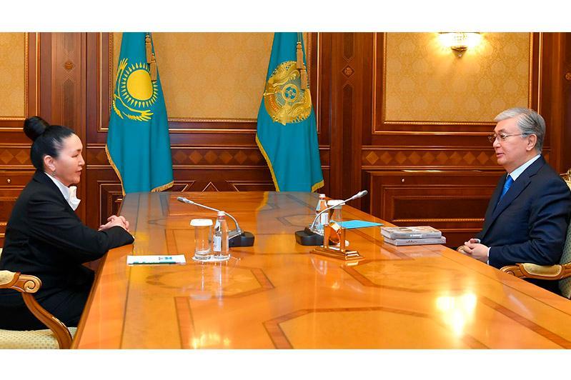 Мемлекет басшысы Роза Мұқанова мен Ақан Бижановты қабылдады
