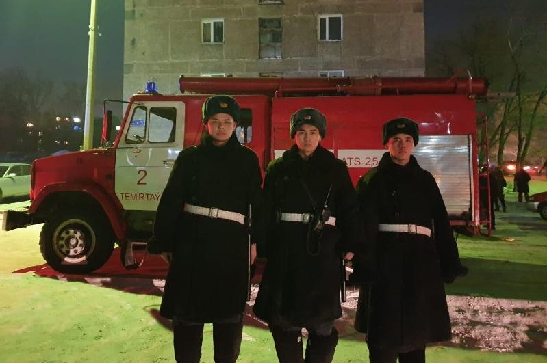 Предотвратили взрыв и вынесли из горящей квартиры трех человек гвардейцы в Темиртау