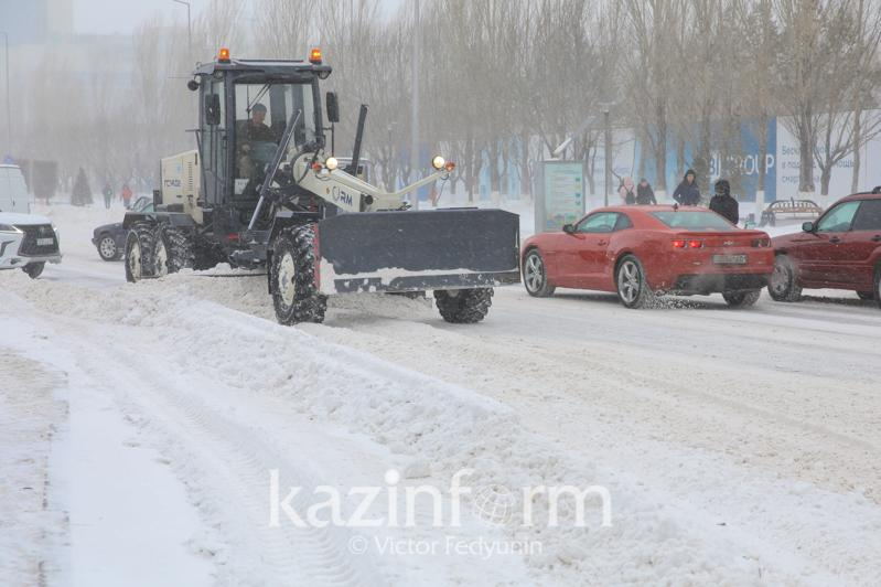 Снегопад в Нур-Султане: более 800 единиц техники задействовали для уборки