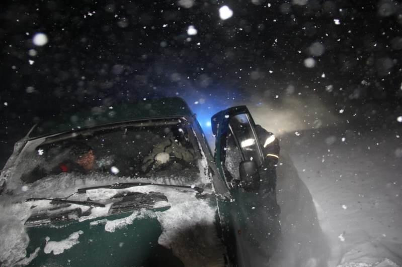 Снежный коллапс в ВКО: эвакуировано свыше 200 человек и 150 авто