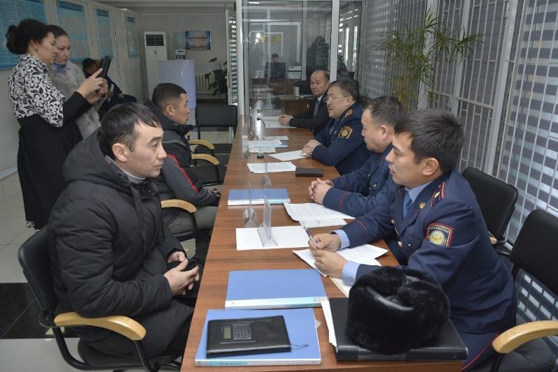 В первый день акции «Приемная на дороге» туркестанским полицейским задали около 200 вопросов