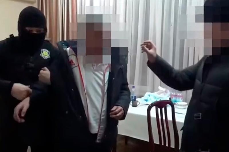 Alataý aýdany eks-ákimin tutqyndaý sátiniń vıdeosy tarady
