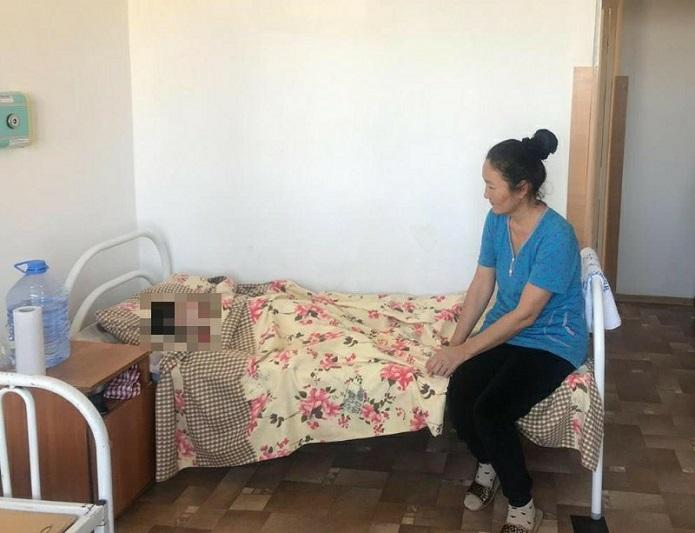 Семисантиметровую иглу и клок волос извлекли из кишечника девочки в Актау