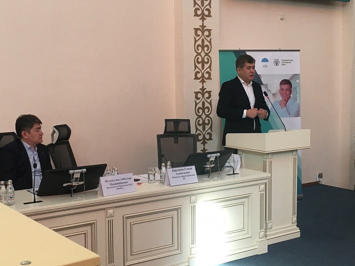 Актуальные вопросы ОСМС обсудил Елжан Биртанов с блогерами и журналистами в Алматы