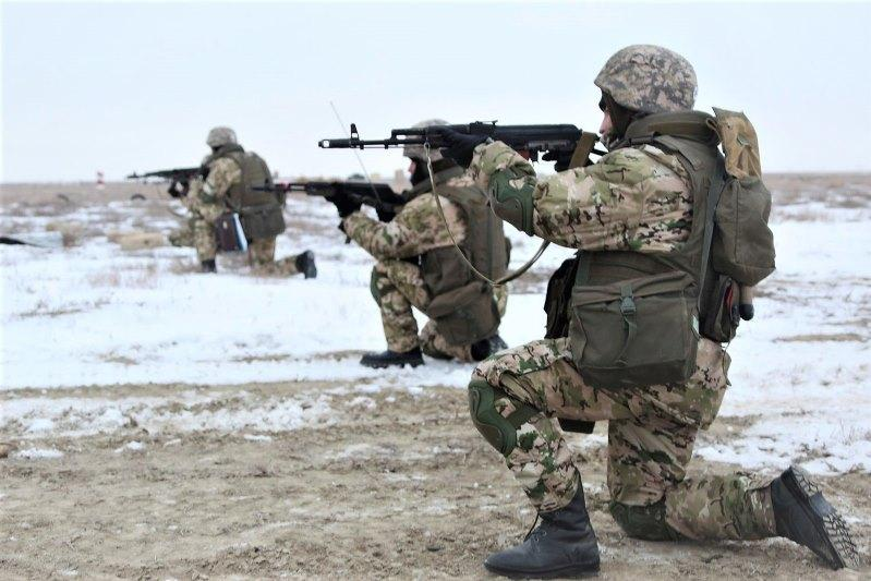 На западе страны военные участвуют в учебных боях