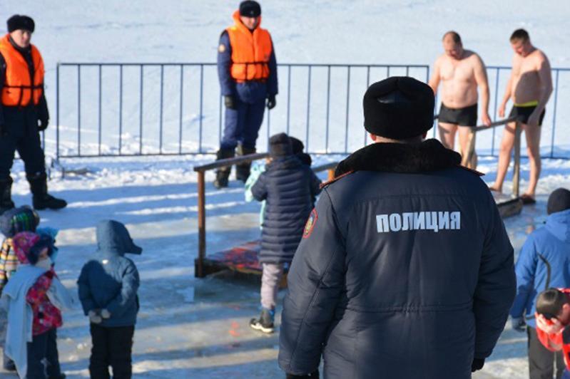 130 полицейских дежурят в местах крещенских купаний в Петропавловске
