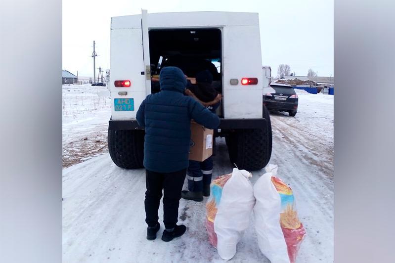 Спасатели помогли жителям добраться домой во время метели в Восточном Казахстане