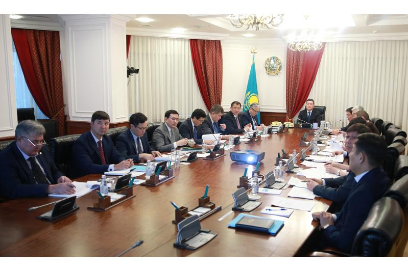 PM Mamin chairs meeting on digital economy and innovation development