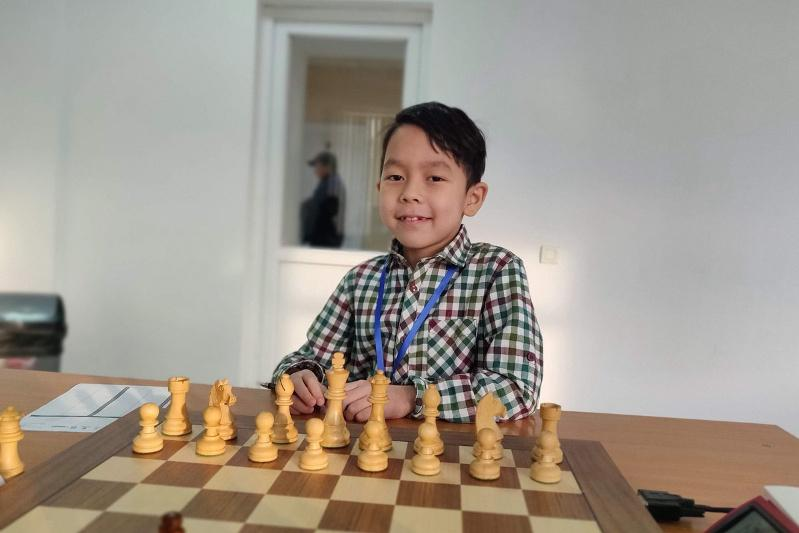 Семилетний чемпион Казахстана по шахматам мечтает стать гроссмейстером к 12 годам
