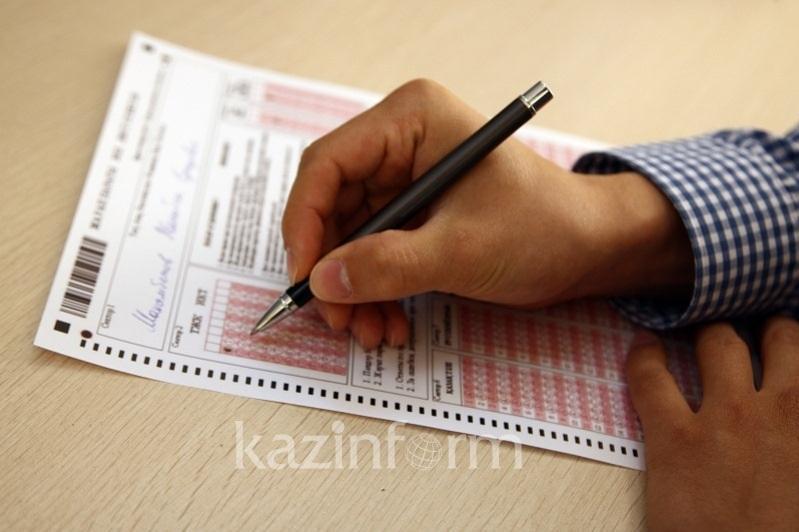 В Павлодарской области 52 человека не сдали ЕНТ из-за запрещенных предметов