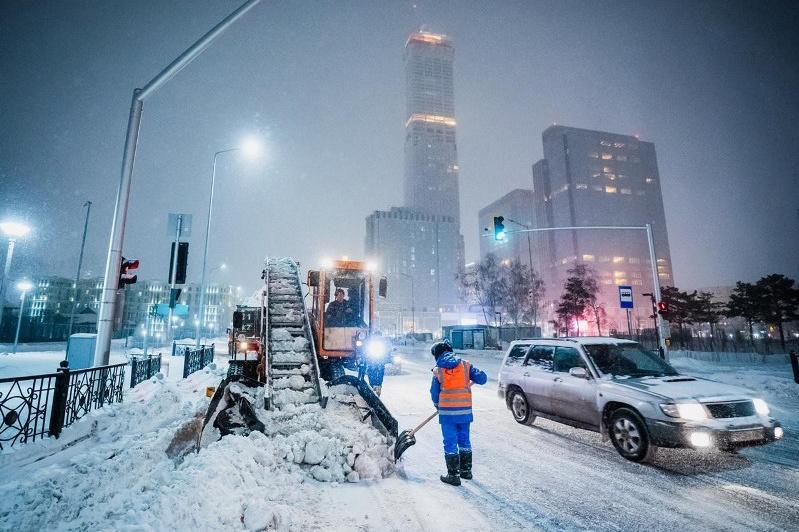 Куда жаловаться на неубранный снег во дворах столицы