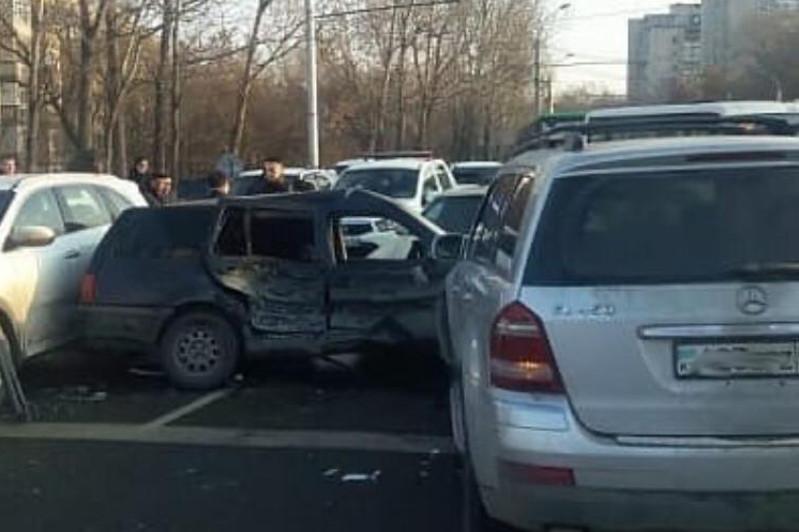 Массовое ДТП произошло в Алматы: три человека пострадали
