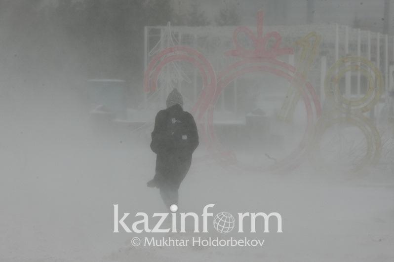 Штормовое предупреждение объявили в двух регионах Казахстана