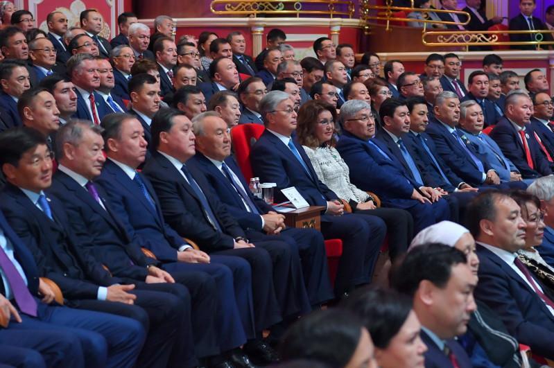 首任总统和总统共同出席阿拜诞辰175周年庆典活动开幕仪式