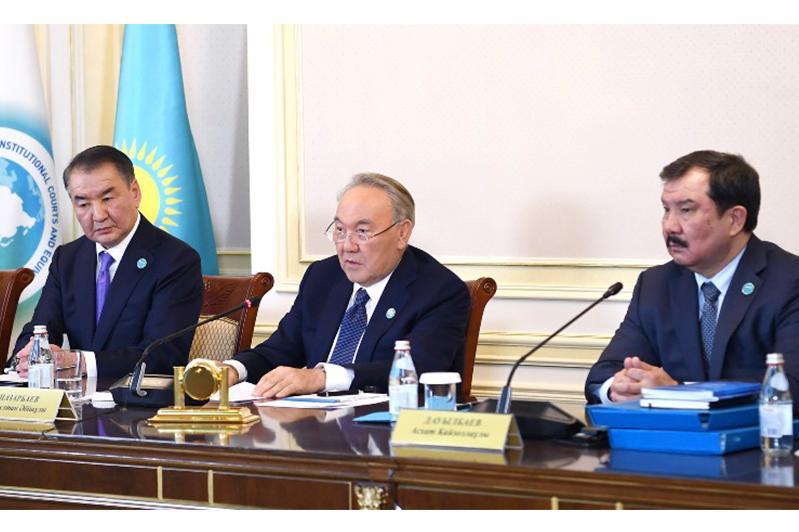 Нурсултан Назарбаев принял участие в заседании Конституционного Совета по вопросу жилищных отношений