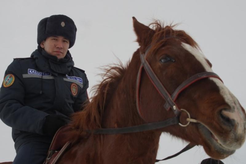 Конное патрулирование и рейды на снегоходах организовали спасатели Алматинской области
