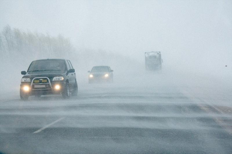 Ряд дорог закрыли в Казахстане из-за непогоды