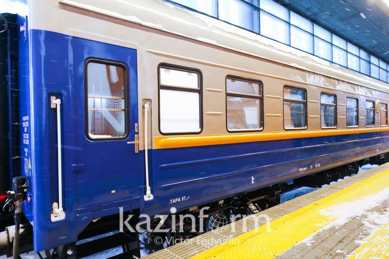 Отремонтированные пассажирские вагоны презентовали в столице