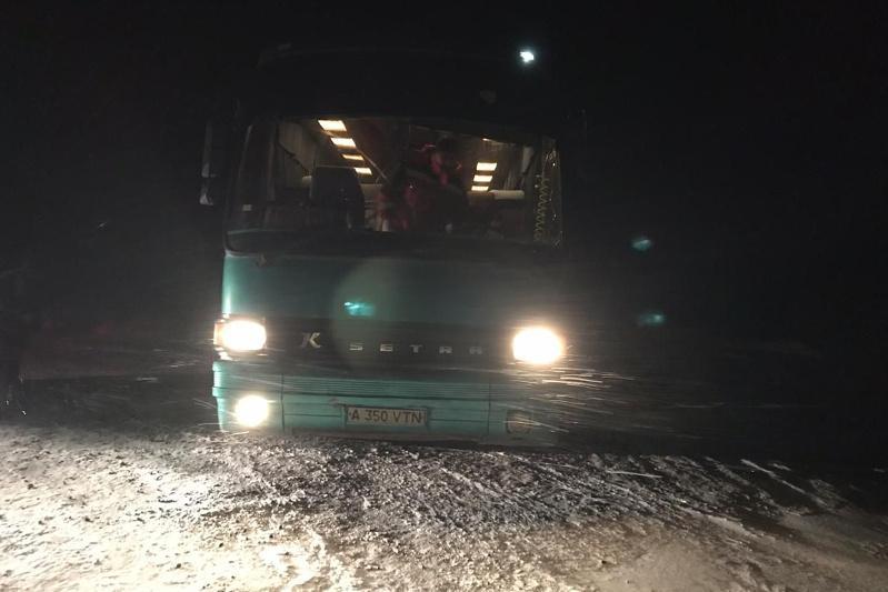 Автобус с гражданами Таджикистана и Узбекистана сломался на трассе в ВКО