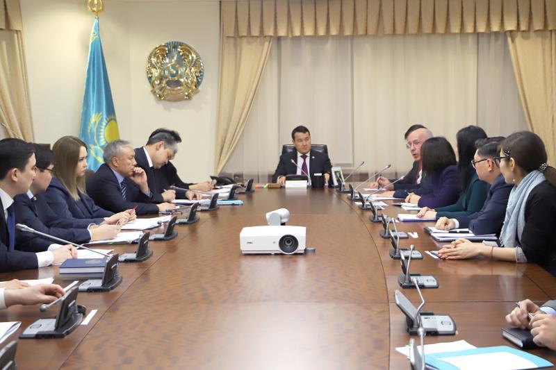 阿里汗•斯玛伊洛夫召开投资政策问题会议
