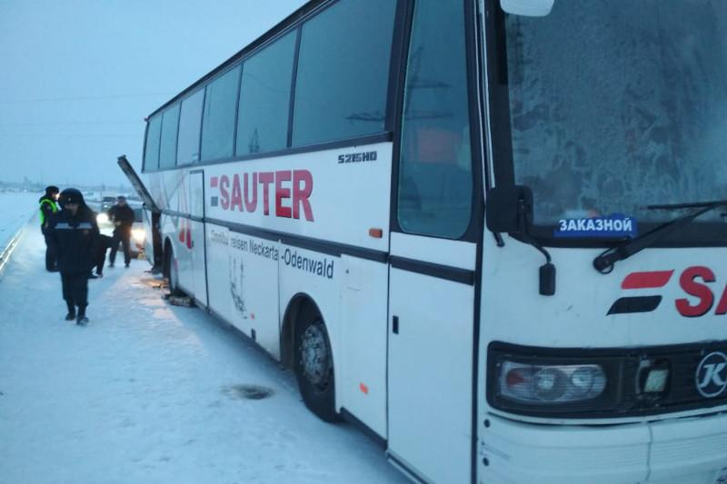 29 граждан Таджикистана эвакуировали с трассы в Акмолинской области