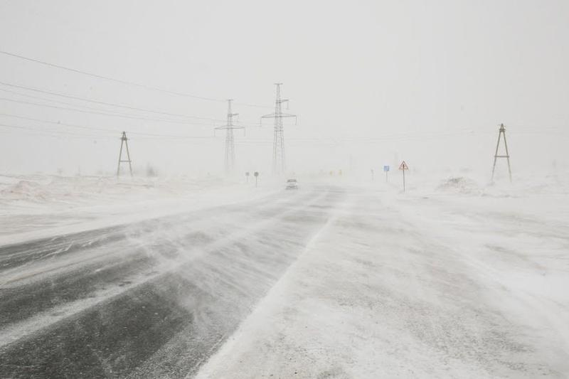 Из-за нулевой видимости закрыты еще три участка автодороги в Актюбинской области