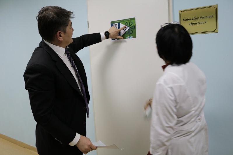 Стикеры с QR-кодами появились в столичных поликлиниках