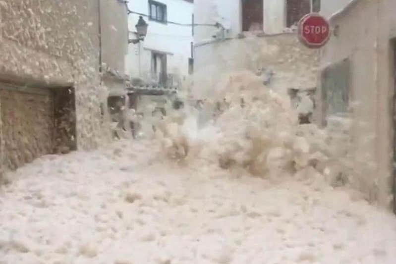 Восемь человек погибли в результате урагана в Испании
