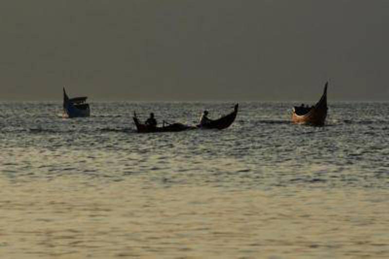印尼渡轮倾覆致10人失踪