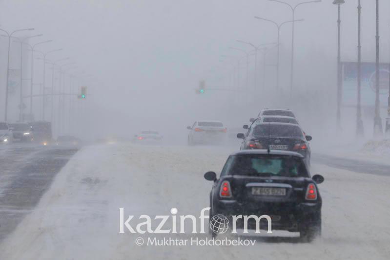 Метель и гололед сохраняются 24 января в Казахстане