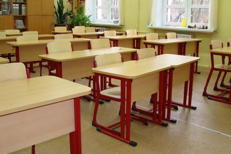 Отменены занятия в школах трех областей республики