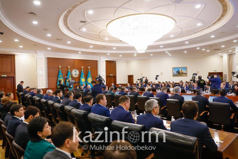 Президент РК объявил мораторий на расходы по приобретению дорогостоящей мебели и проведение форумов