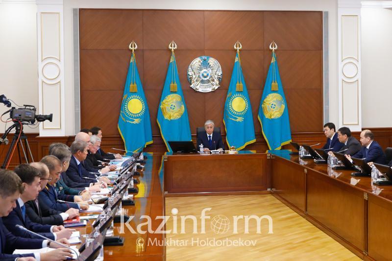 Тоқаев: Фақатгина давлат манфаатига мос ҳужжатлар имзоланиши даркор