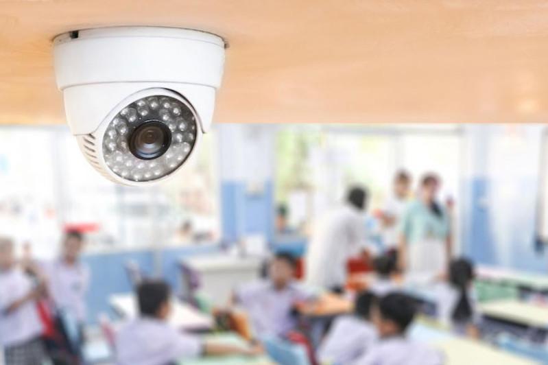 Обеспечить видеонаблюдением все детсады и школы поручил Президент РК