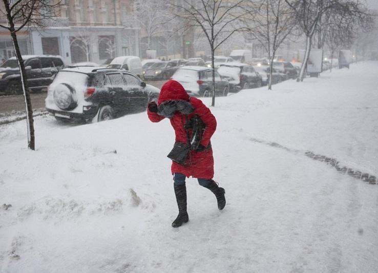 Метель и гололедица: штормовое предупреждение в четырех регионах Казахстана