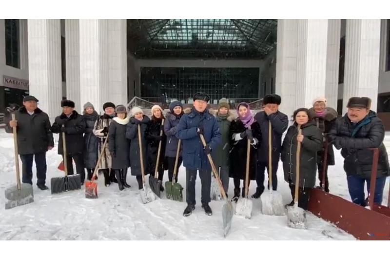 Сотрудники Конституционного Совета приняли челлендж #БізБіргеміз и передали эстафету Верховному Суду