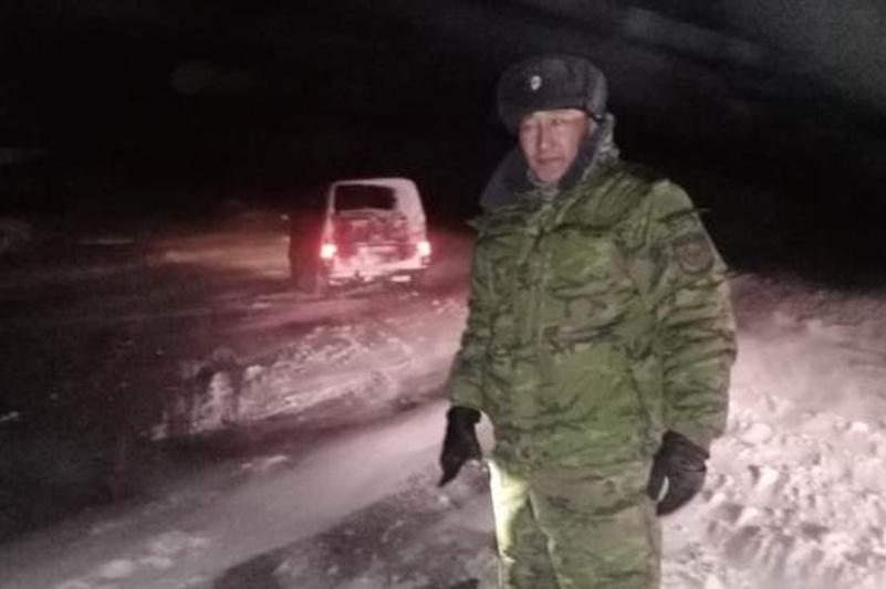 Пять автомобилей с людьми вытащили из снежных заносов спасатели Павлодарской области