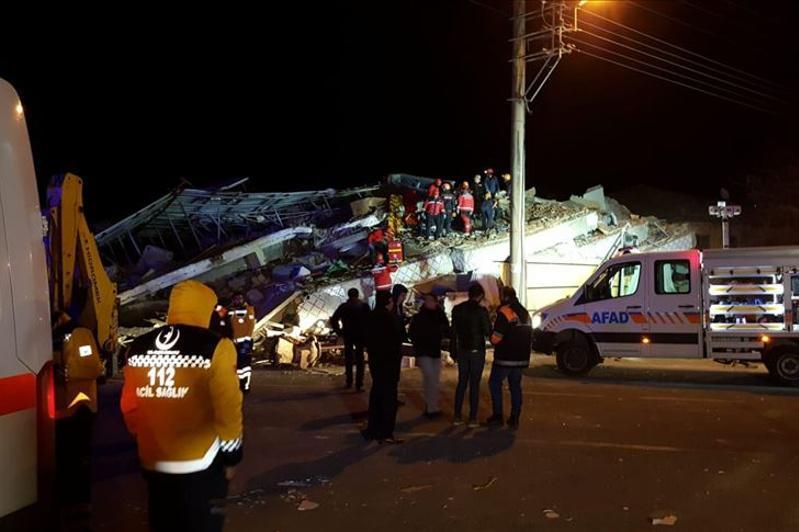 Землетрясение в Турции: число погибших растет
