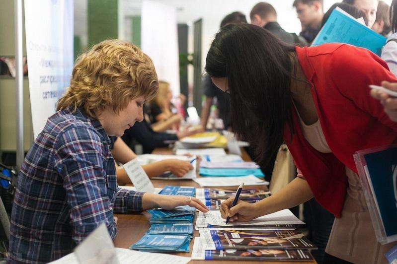 Свыше шести тысяч молодых людей трудоустроились в Атырауской области