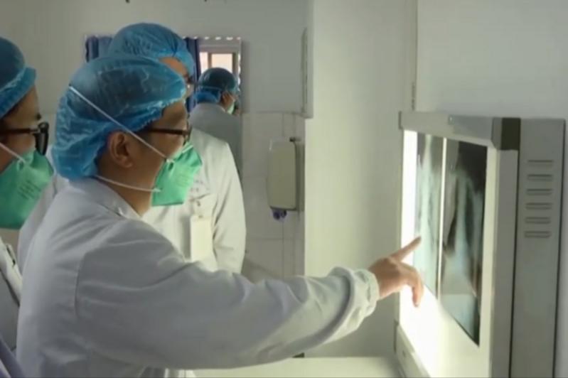 Смертельная пневмония в Китае: в Пекине вылечили двоих заболевших