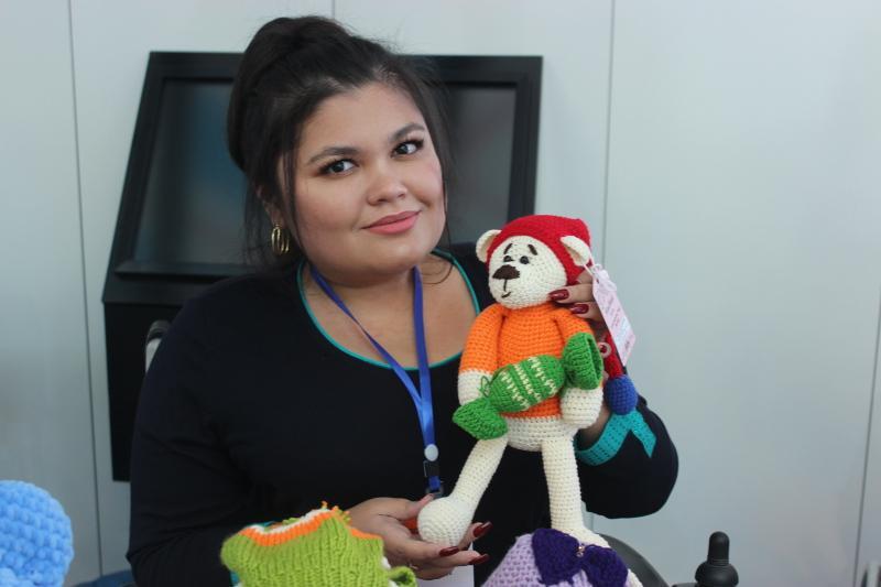 Жительница Тараза создала успешное дело из своего рукоделия