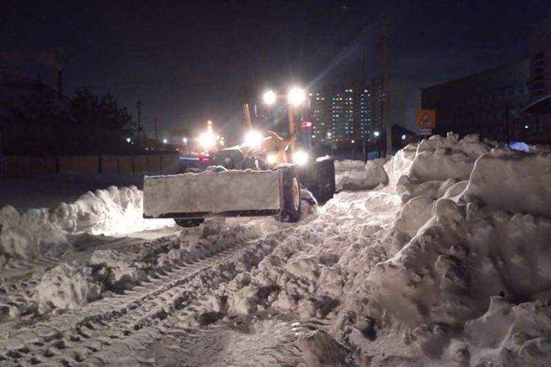 Более 800 единиц техники очищают столицу от снега